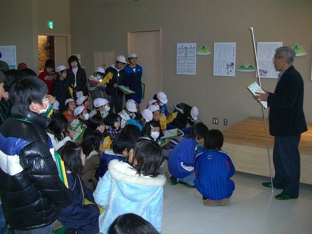 s-(220119)塩田西小4年生1,2組見学会021.jpg